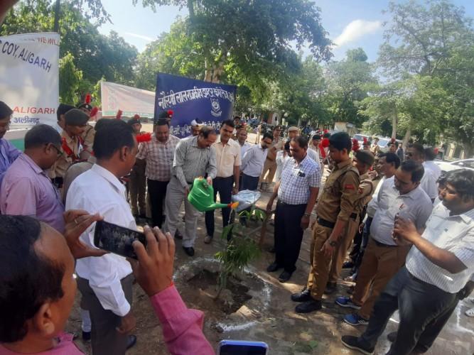 एतिहासिक वृक्षारोपण का गवाह बना अलीगढ़ शहर