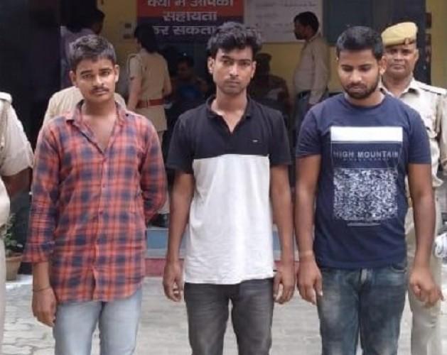 कानपुर पुलिस ने भाई की जगह परीक्षा देते हुए उसे सॉल्वर गिरोह के साथ पकड़ा
