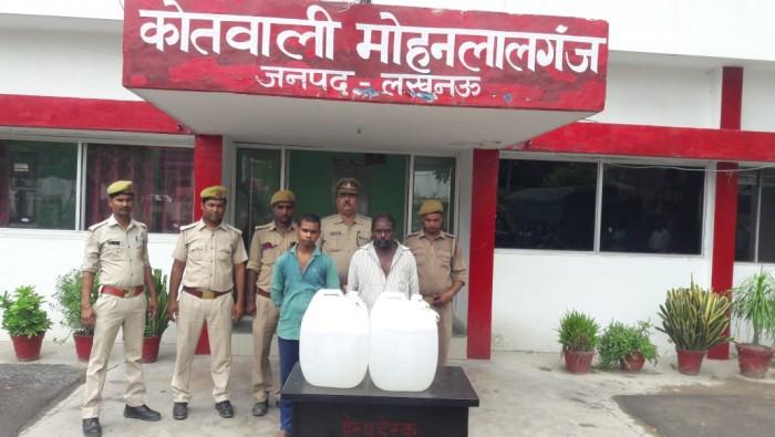 मोहनलालगंज कोतवाली क्षेत्र के अंतर्गत पुलिस ने 80 लीटर अवैध कच्ची शराब के साथ चार अभियुक्तों को किया गिरफ्तार