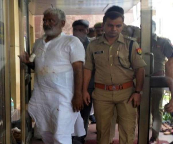 जिला मुजफ्फरनगर में स्वागत के दौरान भाजपा प्रदेश अध्यक्ष स्वतंत्र देव सिंह की अंगुली कटी, की गई सर्जरी
