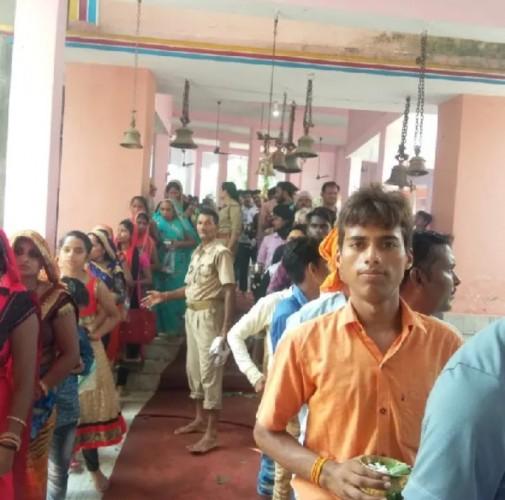 सावन के अंतिम सोमवार को शिव मंदिर बाबा बेलखरनाथ में हुए जलाभिषेक