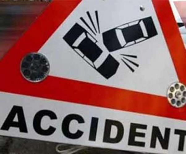 अकबरपुर में हादसा ट्रक की टक्कर से वैन सवार मां-बेटे समेत तीन की मौत, पांच गंभीर
