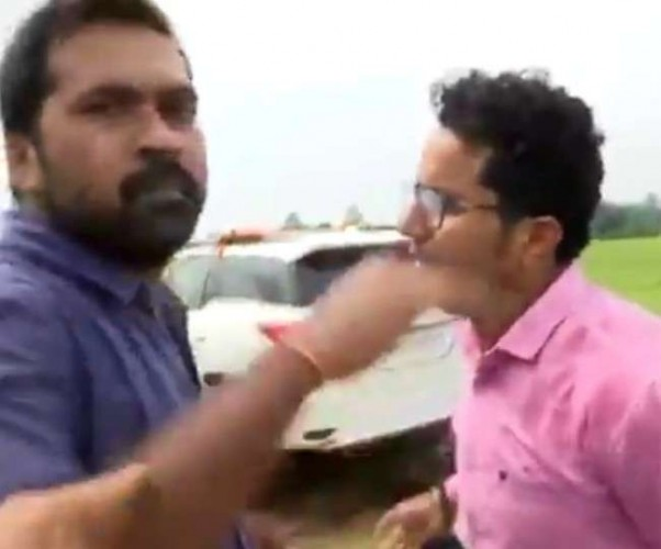 कांग्रेस नेता ने प्रियंका गांंधी वाड्रा के सामने ही मीडिया कर्मी से कह दिया 'ठोंक दूंगा', वीडियो वायरल