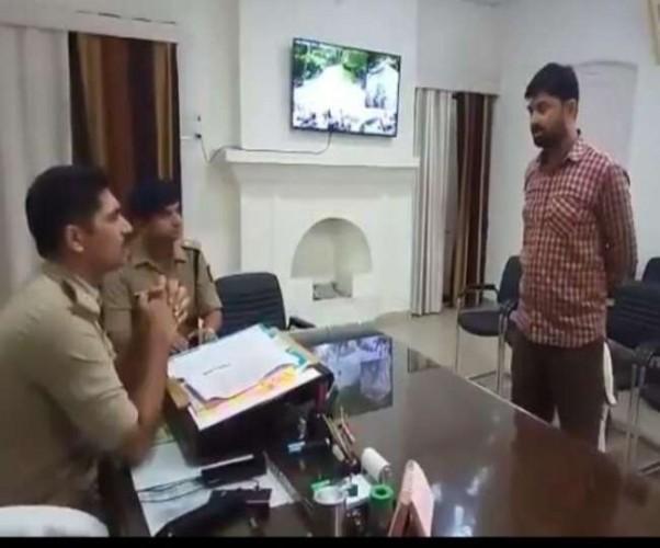 कुख्यात रोहित उर्फ सांडू को पुलिस कस्टडी से छुड़ाने वाले दो इनामी बदमाशों ने किया सरेंडर