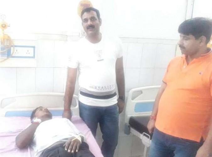 जिला आजमगढ़ में पुलिस अभिरक्षा से फरार 25 हजार इनामी बदमाश पुलिस मुठभेड़ में घायल