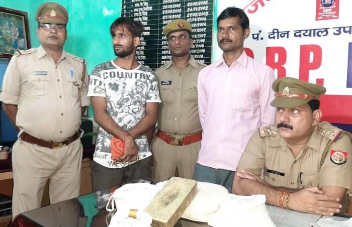 जिला चंदौली में पीडीडीयू नगर जंक्शन पर 40 किलो चांदी के साथ दो तस्कर गिरफ्तार