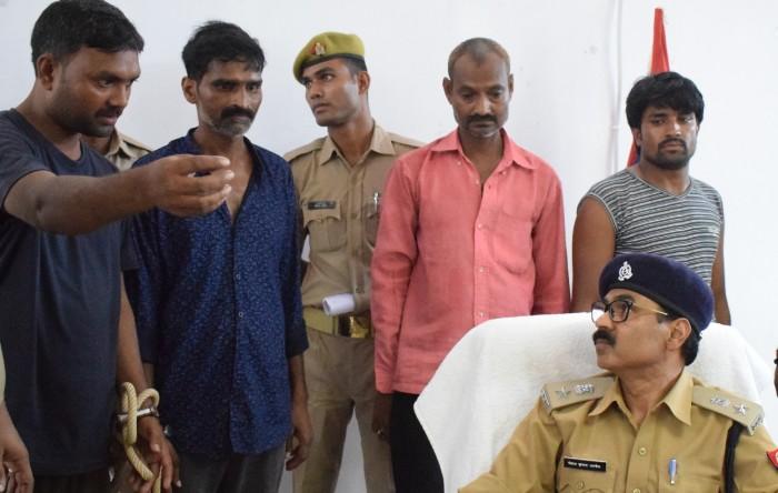 जिला आजमगढ़ में बच्चा चोर का अफवाह फैलाने में दस गिरफ्तार, पुलिस ने मुकदमा दर्ज कर की कार्रवाई