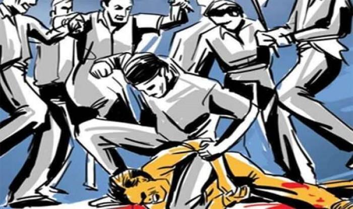 जिला आजमगढ़ में रुपये मांगने पर कहासुनी के दौरान दो पक्षों में चले लाठी डंडे, कई लोग हुए घायल