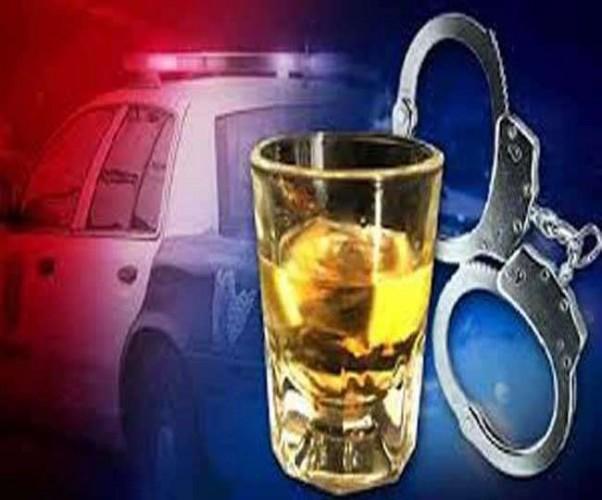 वाराणसी में रामनगर थाने के दो सिपाही गिरफ्तार, शराब की बिहार तक तस्करी में थे शामिल