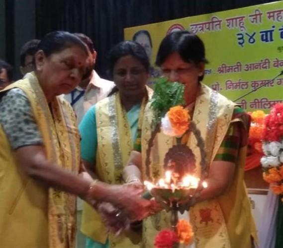 UP राज्यपाल आनंदीबेन पटेल ने CSJMU में दीक्षा समारोह का किया शुभारंभ, पीएम के योग गुरु को मानद उपाधि