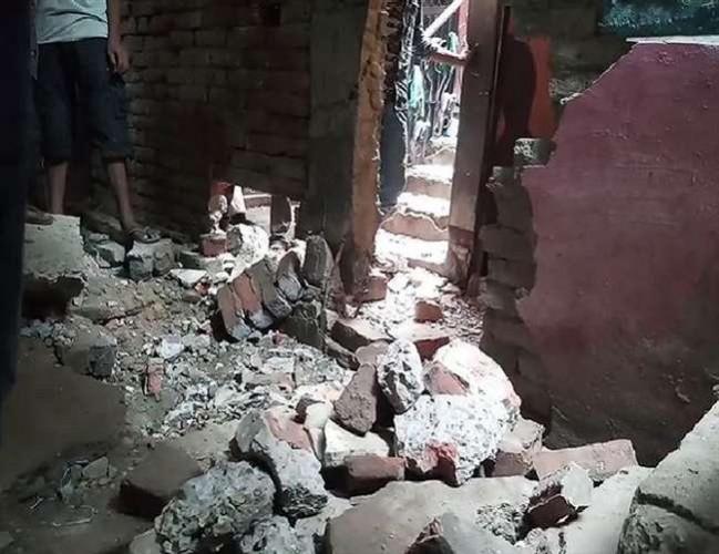 प्रयागराज के यमुनापार में पटाखा कारोबारी के घर हुआ तेज धमाका, एक की मौत दो घायल