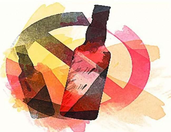 जिला प्रयागराज मे बिल्टी नमकीन की पर डीसीएम में लदी थी शराब, आबकारी व पुलिस ने पकड़ा