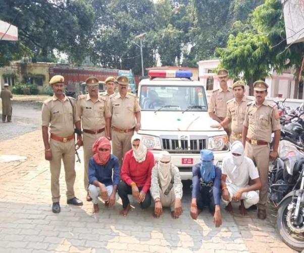लखनऊ के इटौंजा थानाक्षेत्र में अवैध वसूली करने वाले 5 फर्जी पुलिसकर्मी अरेस्ट