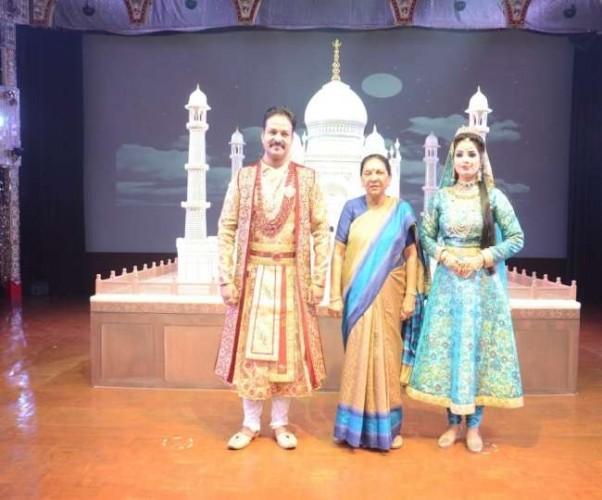 राज्यपाल आनंदी बेन पटेल पहुंचीं ताजनगरी, लिया मुहब्बत-द ताज शो का आनंद