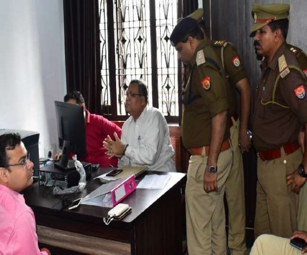 बाराबंकी में जज से मारपीट और अभद्रता, 50 वकीलों पर मुकदमा दर्ज