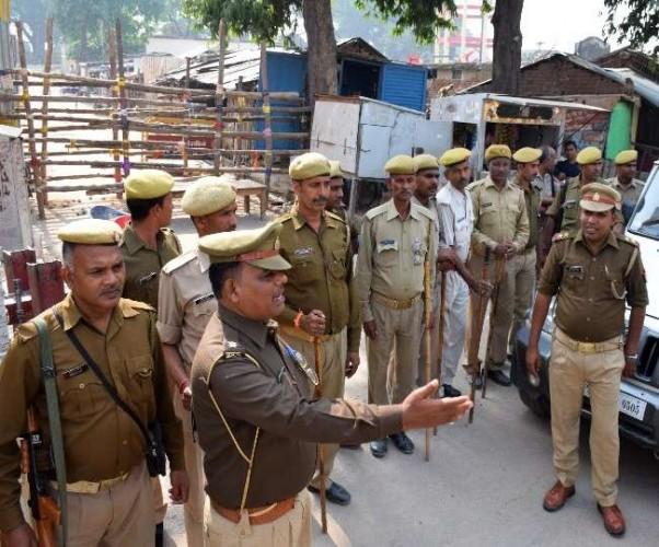 रामनगरी में पाबंदियों का शिकंजा बंद किये गए अधिगृहीत परिसर की ओर जाने वाले सभी रास्ते