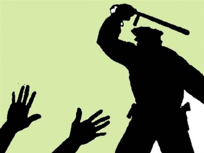 कानपुर के सचेंडी थाने में युवक पर थर्ड डिग्री का वीडियो हुआ वायरल, बांधकर पीट रहे पुलिस कर्मी