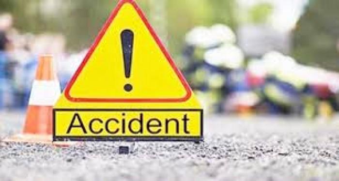 अलीगढ़ की स्कूली बस को यमुना एक्सप्रेस वे पर ट्रक ने मारी टक्कर, सात घायल