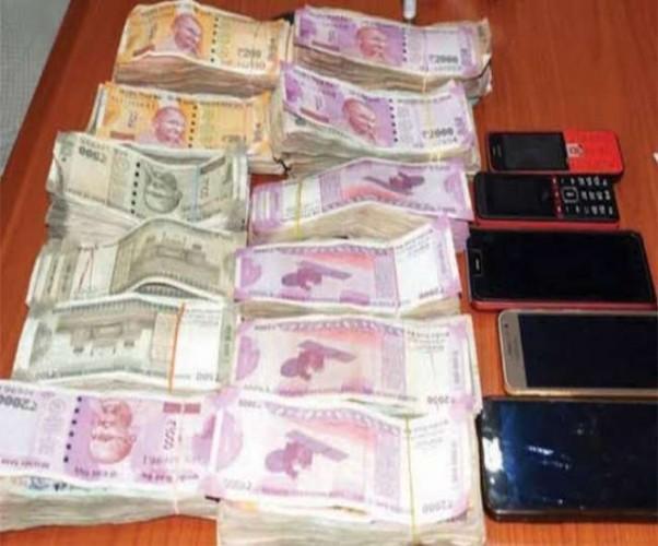 हरदोई में 1.26 लाख के जाली नोटों के साथ चार स्नातक छात्रों को पुलिस ने किया गिरफ्तार