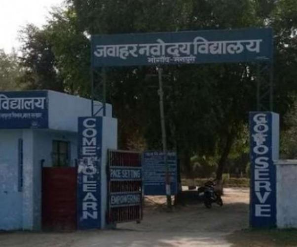नवोदय विद्यालय की छात्रा की मौत पर प्रशासन गंभीर मैनपुरी के डीएम भी हटाए गए