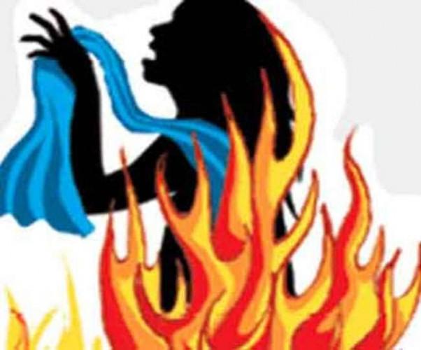 अयोध्या मे शराब के लिए रुपये नहीं दिए तो पत्नी पर डीजल डालकर लगाई आग