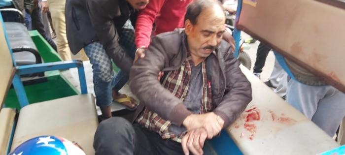 लखनऊ के वजीरगंज में बैंक में पैसे जमा कराने जा रहे युवक को दिनदहाड़े मारी गोली, रुपयों से भरा लेकर हुए फरार