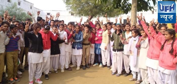 दुष्कर्म के आरोपियों के एनकाउंटर पर स्कूल के छात्र-छात्राओं ने जताई खुशी