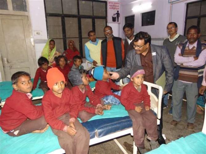 सोनभद्र में मध्याह्न भोजन के बाद 13 छात्रों ने खाया जेट्रोफा, एंबुलेंस से बच्चों को पहुंचाया गया जिला अस्पताल