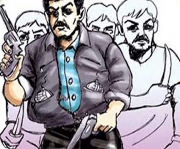मेरठ ज्वैलरी शोरूम पर बदमाशों का धावा, गन प्वाइंट पर 70 लाख के जेवरात लूटे