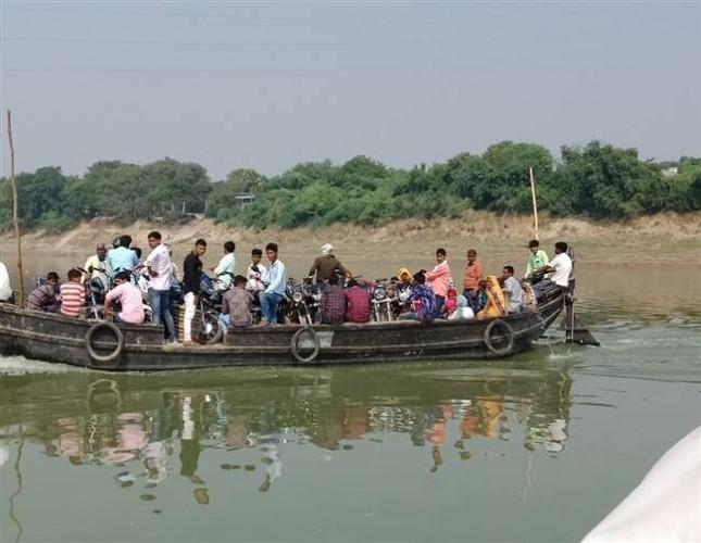चंदौली मे खाक छानती रही NDRF की टीम, युवाओं ने चार महिलाओं के शव किए बरामद