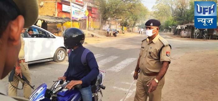 महोबा-सीओ सदर ने लाॅकडाउन के दौरान सड़क पर घूमते लोगो को किया जागरूक