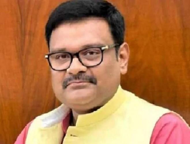 भाजपा सांसद सुब्रत पाठक पर एससीएसटी एक्ट समेत दस धाराओं में केस