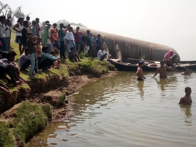 भदोही में बेदर्द मां ने आधी रात 5 बच्चों को गंगा में फेंका, पुलिस संग गोताखोर भी तलाश में जुटे