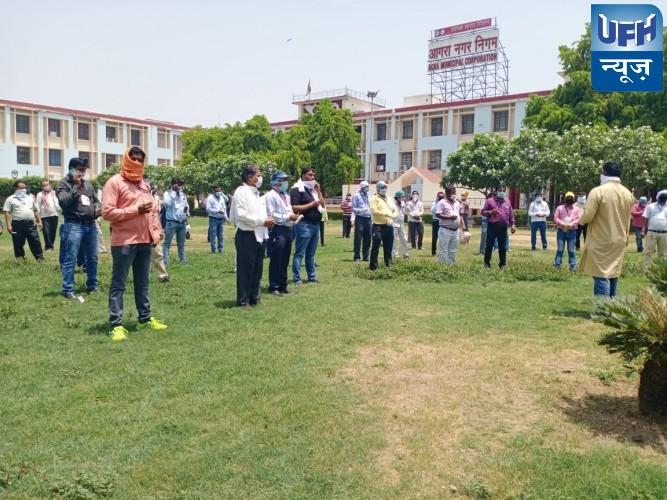 भत्ते फ्रीज से गुस्सायें कर्मचारियों ने मजदूर दिवस को विरोध दिवस के रूप में मनाया विनोद इलाहाबादी