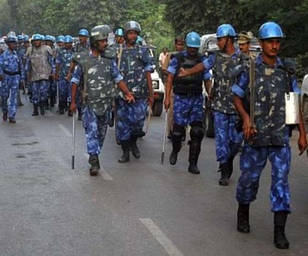 उन्नाव  के ग्राम शंकरपुर में सब्जी मंडी में पुलिस ने चलाई लाठी