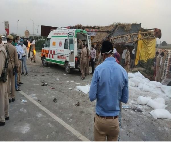 औरैया में ट्राला में DCM ने मारी टक्कर, 25 की मौत और 25 से अधिक घायल
