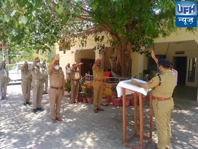 डीआईजी दीपक कुमार ने आतंकवाद निरोधी दिवस पर पुलिस कर्मियों को दिलाई शपथ