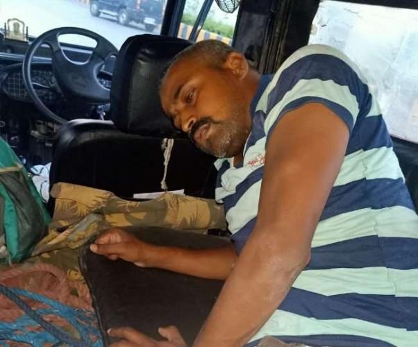 लखनऊ में चारबाग स्टेशन के पास मुठभेड़, पकड़ा गया हत्या व लूट का फरार बदमाश