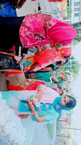 सर्वजन हिताय संस्था द्वारा लगभग डेढ़ सौ लोगों को राशन बांटकर लाक डाउन का समापन किया