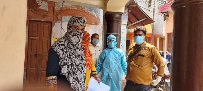 अलीगढ़,कोरोना से बचाव,उपचार एवं सैंपलिग हेतु मेडिकल मोबाइल बैंन का उद्घाटन मुख्य चिकित्सा अधिकारी ने किया शुभारंभ