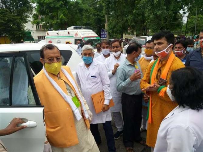 कोविड-19 से संक्रमित मरीजों के इलाज में नहीं होगी कोई कमी : सुरेश खन्ना