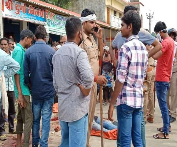अंबेडकरनगर में दिनदहाड़े गोली मारकर ग्राम प्रधान की हत्या, ग्रामीणों ने घेरकर दो बदमाश को मार डाला