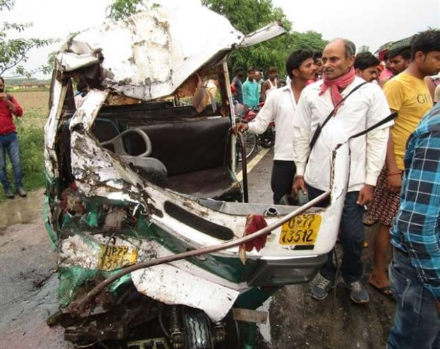 कानपुर में बड़ा हादसा, डंपर की टक्कर से टेंपो सवार पांच लोगों की मौत, छह घायल
