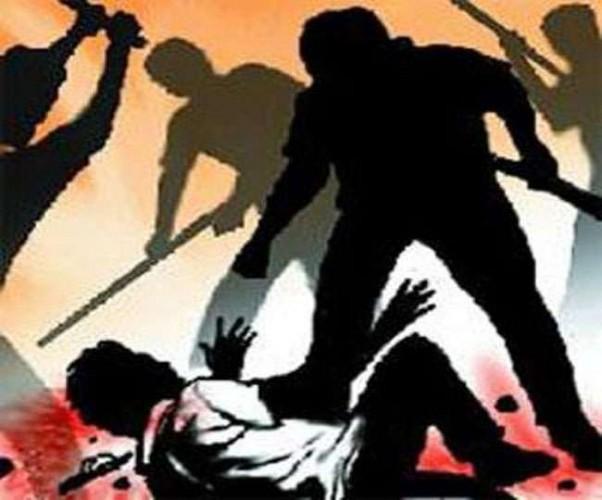 सीतापुर में पिता को पीट-पीटकर और मां को नाले में डुुबोकर मार डाला