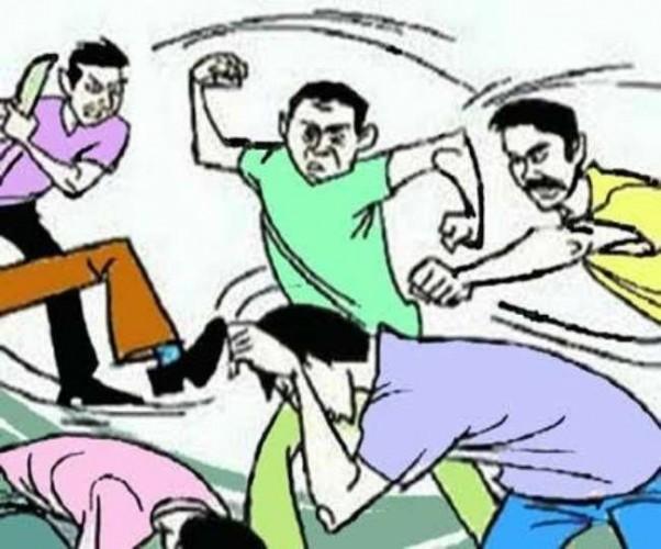 बर्रा मे युवक ने पुलिस को दौड़ा दौड़ाकर पीटा