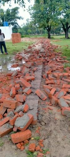 अराजकतत्वों द्वारा सरकारी स्कूल के बाउंड्रीवाल तोड़े जाने पर ग्राम प्रधान ने कराया मुकदमा दर्ज
