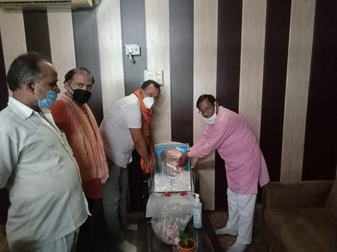 मंडल अध्यक्ष ने श्यामा प्रसाद मुखर्जी की जयंती पर पुष्प  माल्यार्पण किया