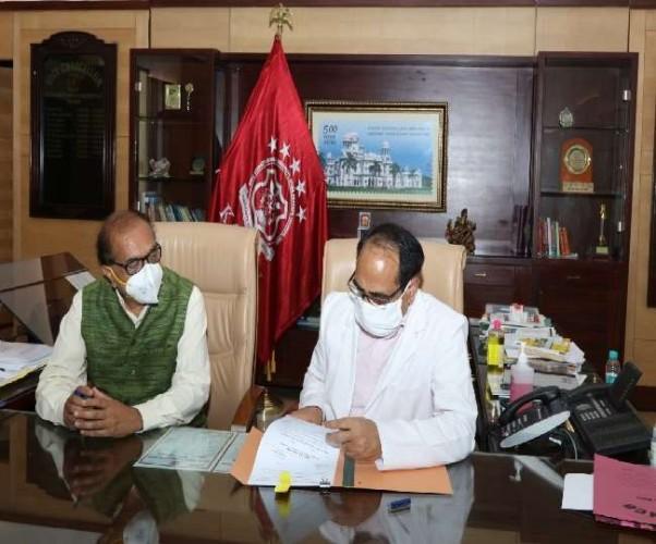 संजय गांधी स्नातकोत्तर संस्थान (SGPGI) निदेशक प्रो. आरके धीमान ने संभाला KGMU कुलपति का अतिरिक्त कार्यभार