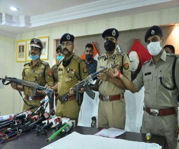 50 हजार का इनामी शशिकांत गिरफ्तार, विकास दुबे के घर से एके-47 राइफल बरामद