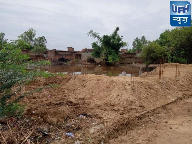 मौदहा -ग्राम पंचायत में प्रधान ने किया अवैध कब्जा बनाया मकान